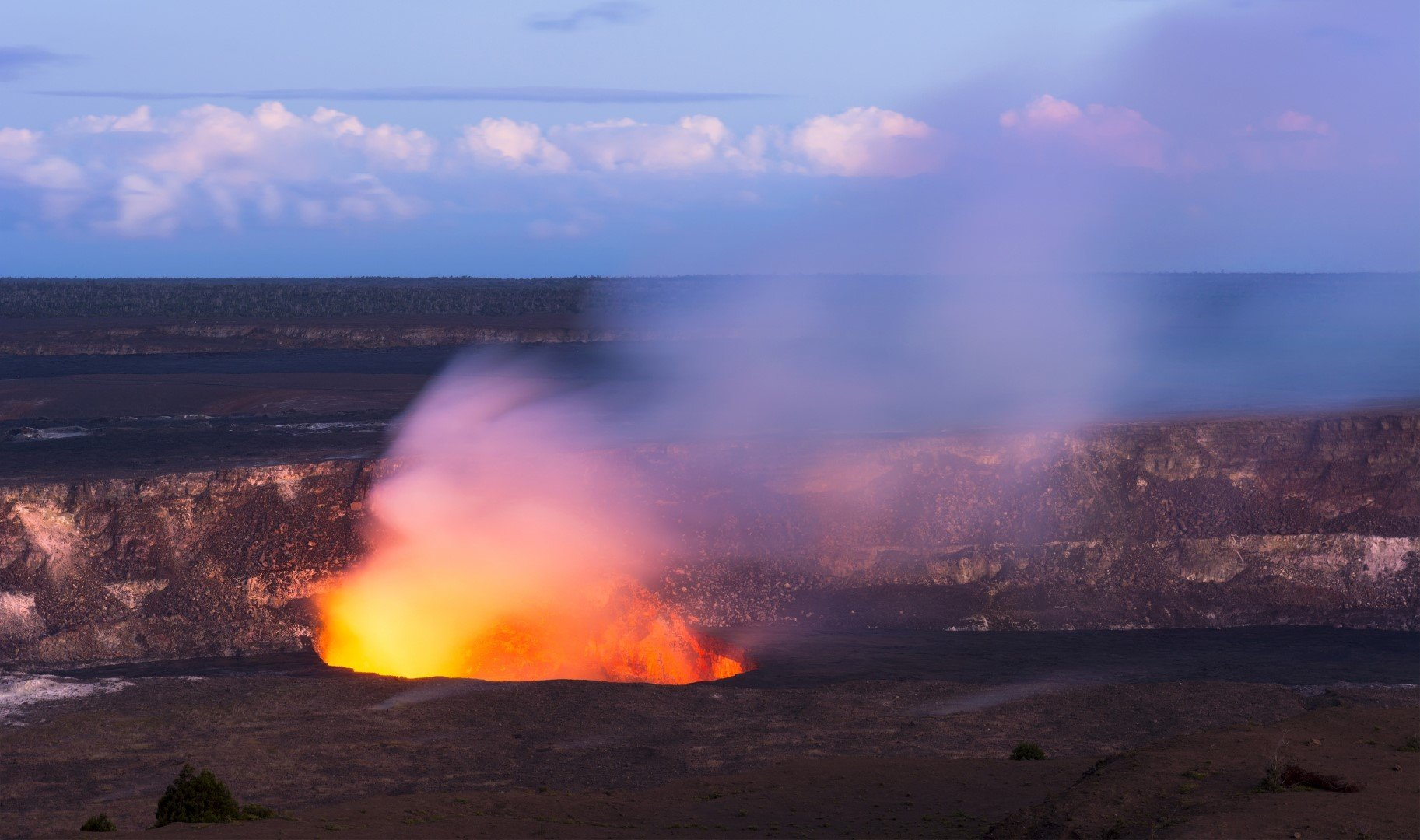 Kilauea Crater Is Still Alive And Glowing